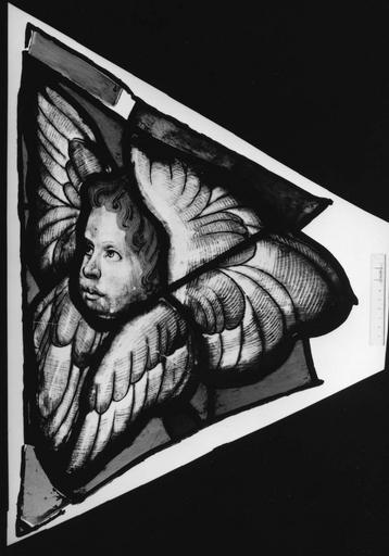 Verrières de la chapelle des Bourbons : fragment de vitrail représentant un chérubin (détail)