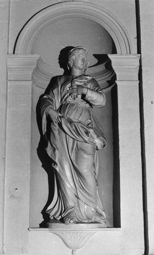 Statue : La Vierge, bois sculpté, peint en blanc
