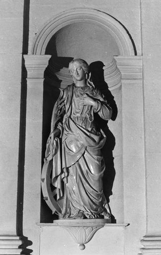 Statue : Sainte Catherine d'Alexandrie, bois sculpté, peint en blanc