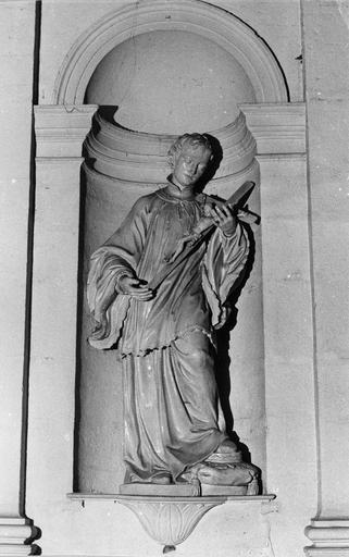 Statue : Saint Louis de Gonzague, bois sculpté, peint en blanc