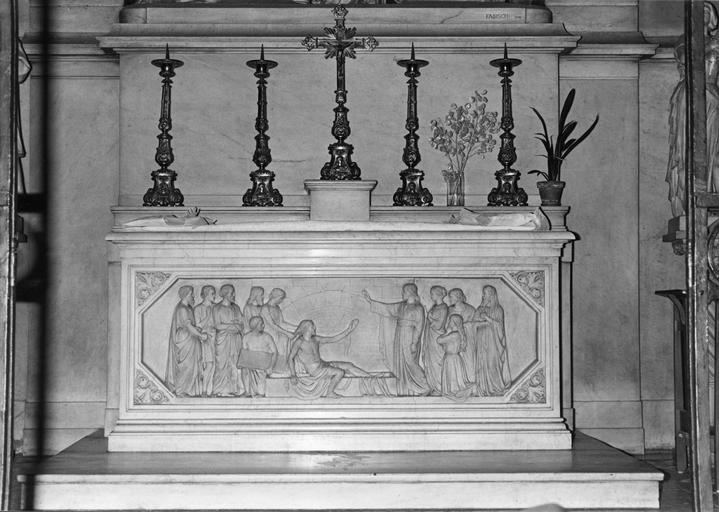 Antependium : La résurrection de Lazare, marbre sculpté en bas-relief