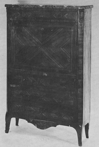 Secrétaire à abattant à quatre pieds galbés, montants droits, quatre tiroirs et plateau de marbre, bois taillé, placage