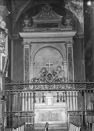 Autel, antependium, retable de la Chapelle Saint-Joseph : La mort de saint Joseph, bas-relief du retable, La maison de Joseph, antependium sculpté en bas-relief, marbre taillé, sculpté