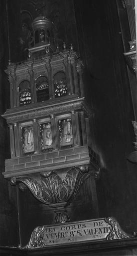 Reliquaire de saint Vénère et saint Valentin, en forme de temple à deux niveaux surmonté d'un lanternon, bois sculpté, doré