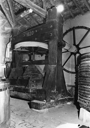 Pressoir à deux roues, bois , métal
