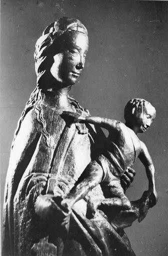 Groupe sculpté : Vierge à l'Enfant, bois sculpté ( buste, profil droit)