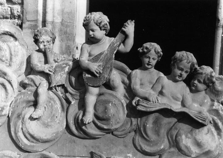 Bas-relief : Concert d'anges musiciens, bois sculpté, peint