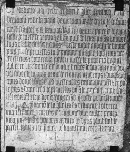Plaque commémorative, commémorant la fondation d'une chapelle par la famille de Beauvoir, pierre gravée