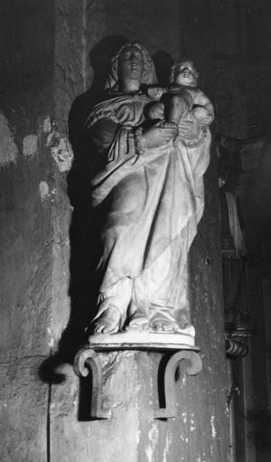 Groupe sculpté : Vierge à l'Enfant, marbre sculpté