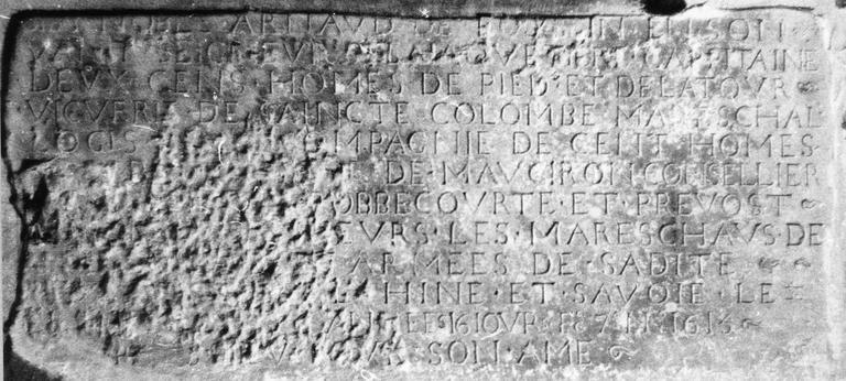 Plaque funéraire d'Arnault de Foussin, pierre, relief méplat