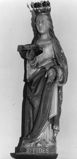 Statue : Sainte Foy, couronnée, tenant un livre ouvert , bois sculpté, peint, doré