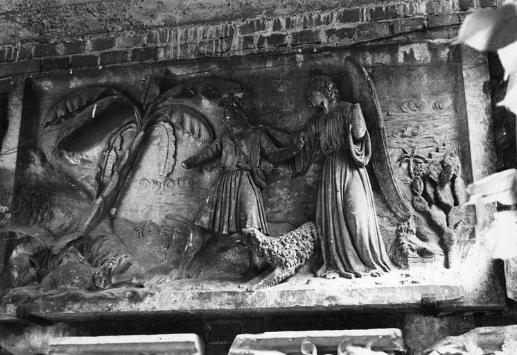 Bas-relief : Tobie et l'ange, pierre sculptée