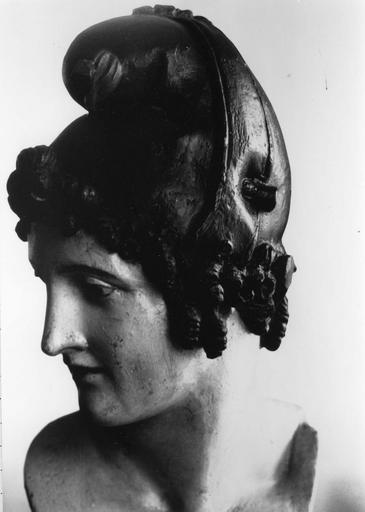 Buste : Marianne, plâtre peint