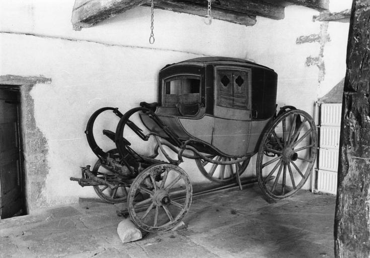 Berline de voyage dite dormeuse de François Raymond Chastel, marchand du début du 19e siècle, bois, cuir, métal