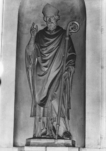 Statue : Saint Claude, pierre sculptée