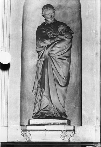 Groupe sculpté : Saint Vincent de Paul, pierre sculptée