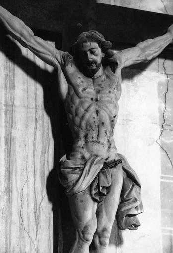 Statue : Christ en croix, détail à mi-corps, bois sculpté, peint