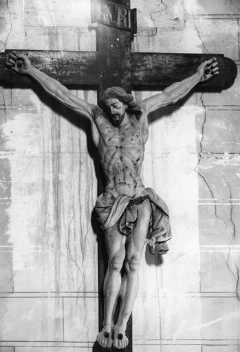 Statue : Christ en croix, bois sculpté, peint