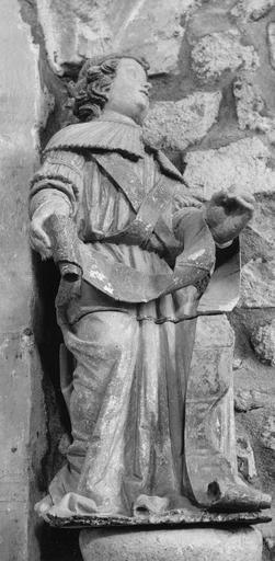 Statue : L' Annonciation, détail de l'archange Gabriel, pierre sculptée, peinte ; après restauration
