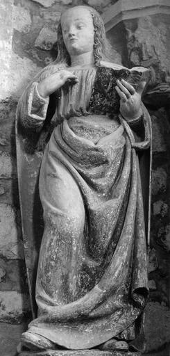 Statue : L'Annonciation, détail de la Vierge, pierre sculptée, peinte ; après restauration