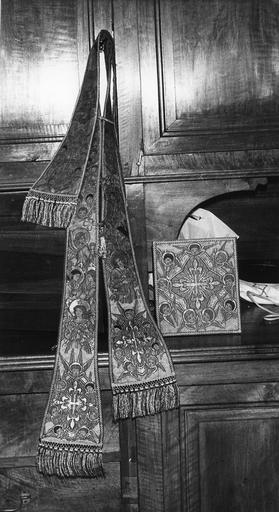 Etole, bourse de corporal brodées d'anges et de chérubins, soie tissée, brodée