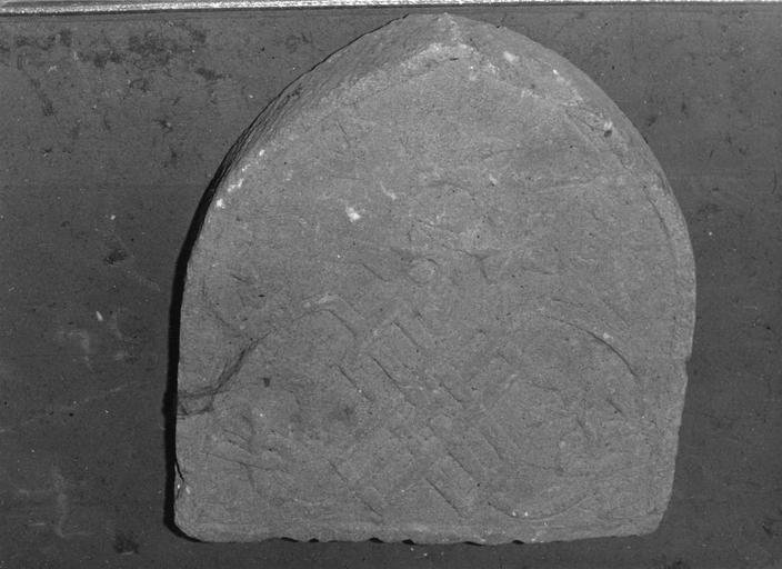 Relief : armoiries, pierre taillée