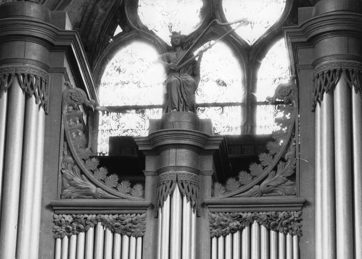 Buffet d'orgue, statue : Le roi David jouant de la harpe, bois sculpté