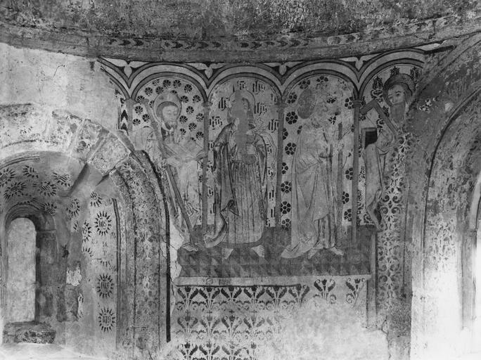 Peinture monumentale : détail des saints placés sous des arcades dans la partie supérieure du mur d'abside, représentant saint Jacques le Majeur, saint Jean, saint Jude Thaddée et saint Thomas ; après restauration