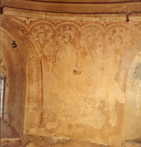 Peinture monumentale : détail des saints placés sous des arcades dans la partie supérieure du mur d'abside, représentant saint Philippe, saint Barthélemy, saint Matthias, saint Simon ; avant restauration