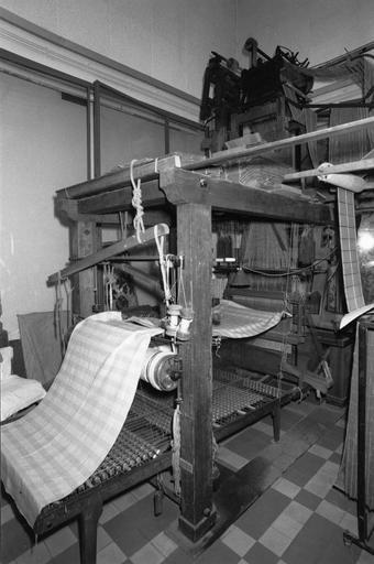 Métier à tisser la soie : métier à bras Vincenzi, bois, fonte
