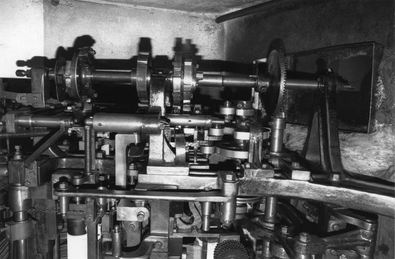 Métier à dentelle Biol, jauge huit points, détail du mécanisme, métal (détail)