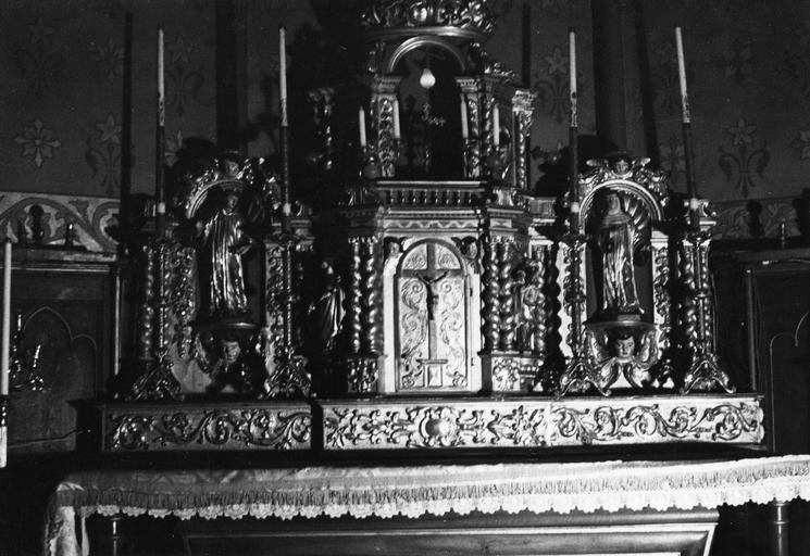 Tabernacle architecturé, flanqué de deux niches et surmonté d'une exposition, décor de 4 statuettes, bois sculpté, peint, doré