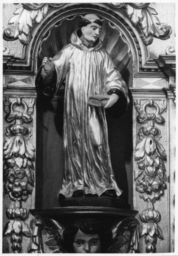 Statuette  :Saint Jean de la Croix, abritée dans une niche du retable, bios sculpté, peint