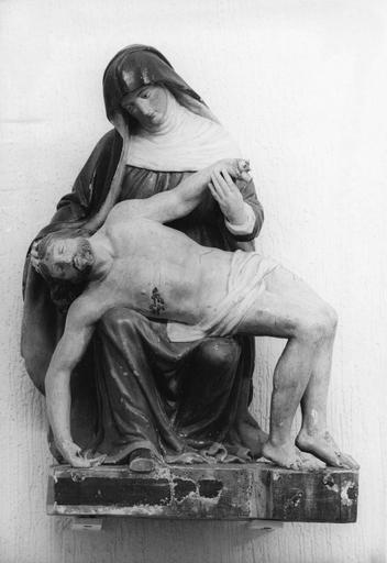 Groupe sculpté : Vierge de Pitié, bois sculpté, peint