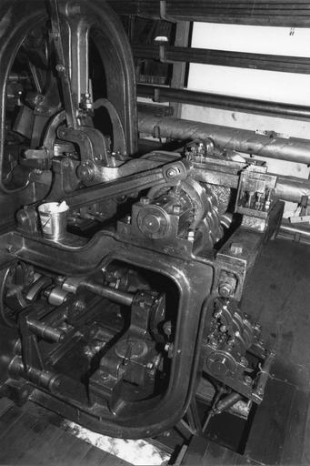 Métier à dentelle Johnson n° 328, jauge dix points, détail du mécanisme, métal (détail)