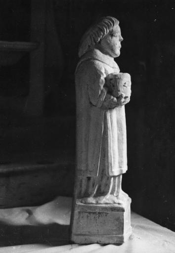 Statue : Saint Etienne, pierre sculptée (profil droit)