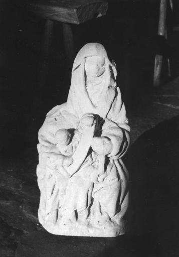 Groupe sculpté : L' Education de la Vierge, pierre sculptée