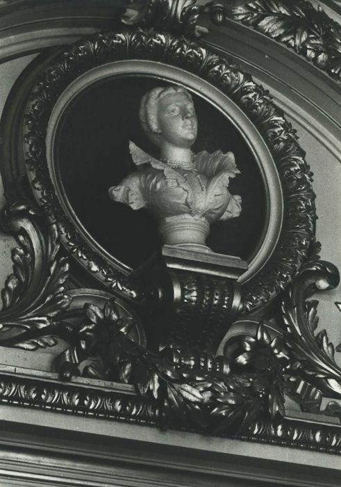 buste : Louise Labbé, vue générale
