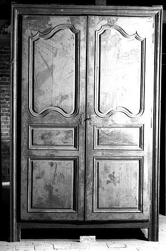 Trois armoires