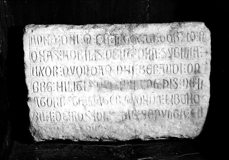 Inscription funéraire de dame Sybelle Bêrand morte en 1686, marbre