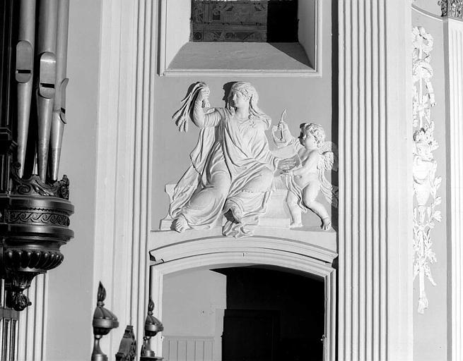 Bas-reliefs en stuc : Les vertus