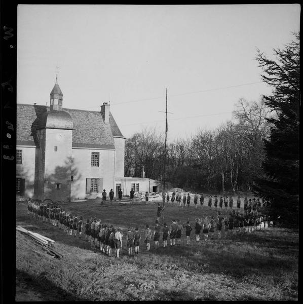 Rassemblement de scouts au château de Vayres (propriété de François Kollar)