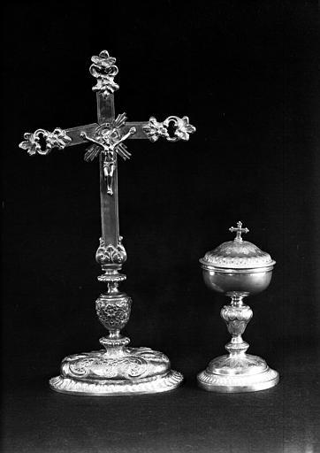 Croix d'autel en argent, Ciboire en argent