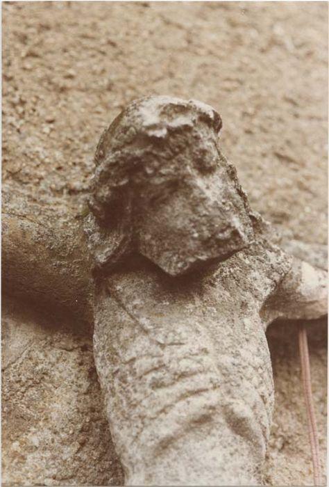 statue de calvaire (fragment) : Christ en croix
