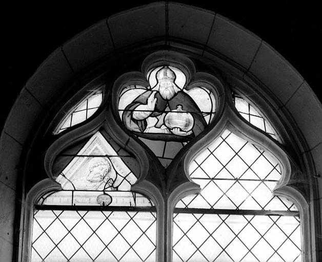 Dieu le Père dans le remplage, fragments, panneau de vitrail