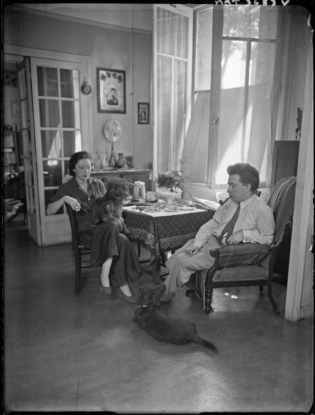 [L'écrivain Ilya Ehrenbourg et sa femme]