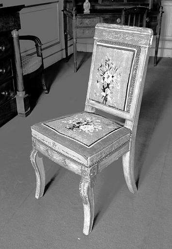 Mobilier de salon en bois laqué de blanc et doré avec garnitures de tapisserie de Beauvais, époque Charles X