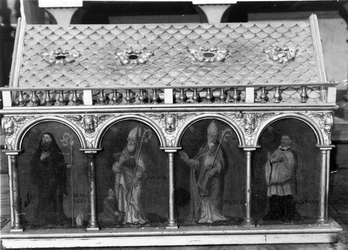 châsse-reliquaire de saint Julien provenant de l'abbaye Saint-Julien du Pré