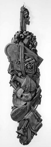 4 demi-reliefs