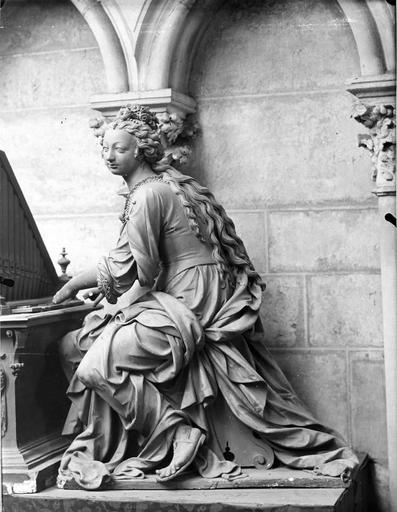 Statue : Sainte Cécile jouant de l'orgue